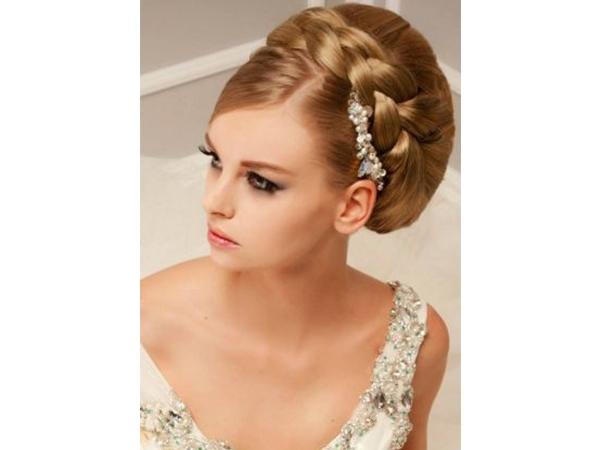 Свадебные варианты причёсок на длинные волосы. Фото №10